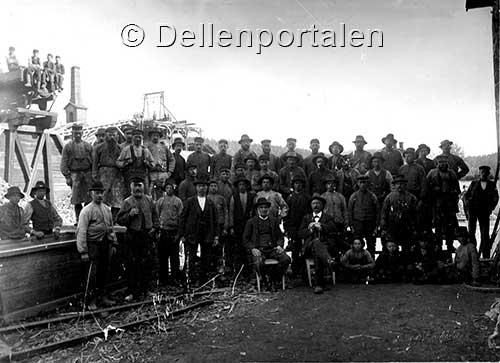 bm-002-gruppfoto-på-arbetare