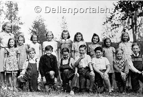 skm-027-skolklass-moviken-1946