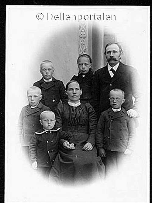 skal-032-familjen-august-hogberg